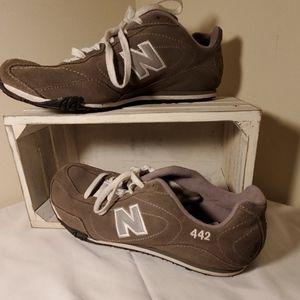 New Balance 442